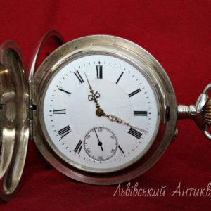 Срібний кишеньковий годинник.