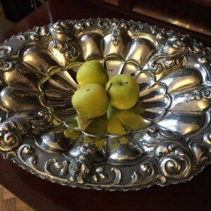 Срібна фруктовниця.